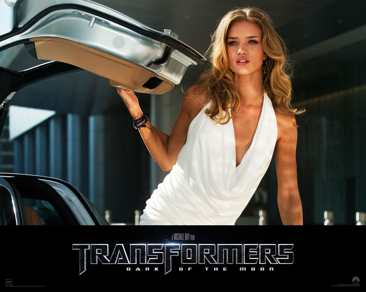 Two gir in the movie transformers